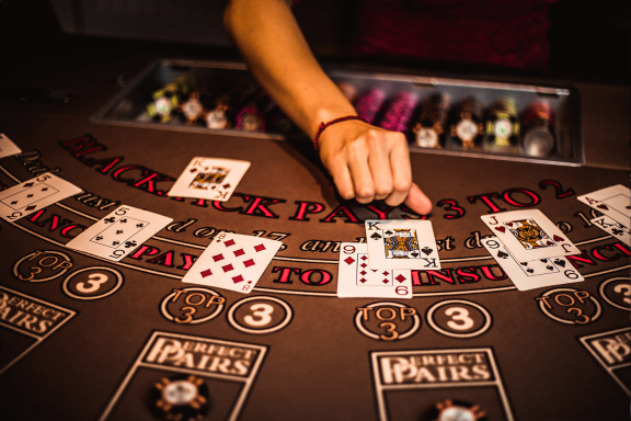 Why Some Folks Nearly Constantly Make/Save Cash With Online Casino
